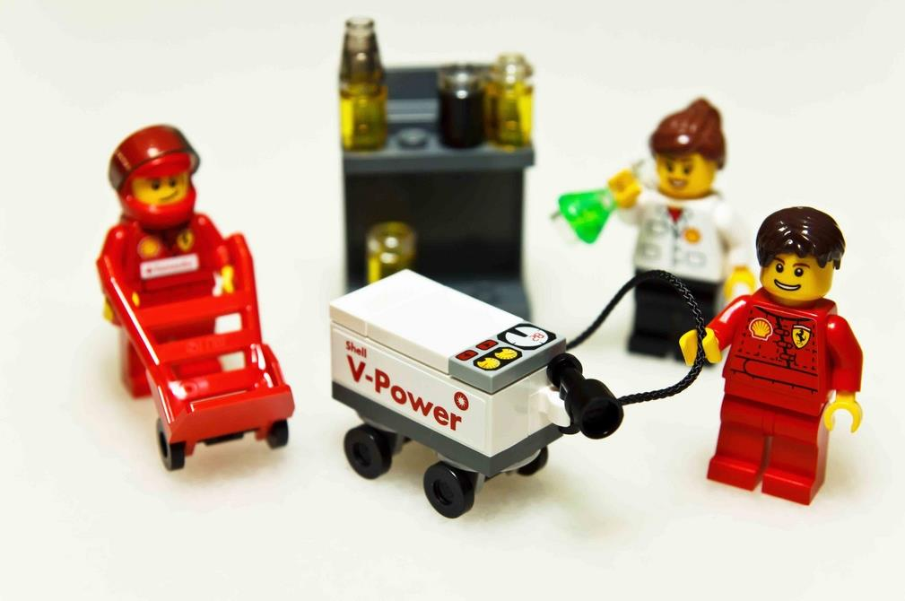 Shell V-Power LEGO® Collection 2012 Lego Minifigures Ferrari Crew Piy