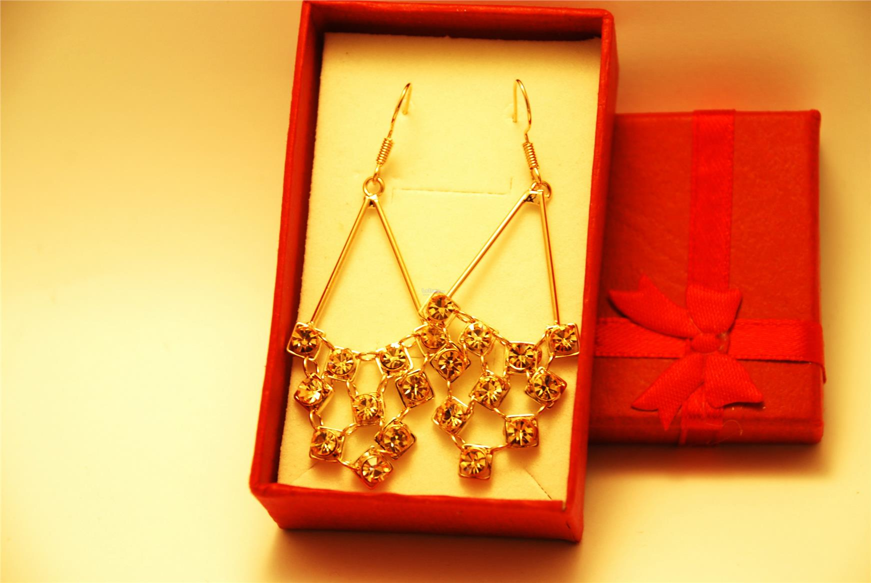 [Stock Clearance] Gold plated Rhinestone Grape shape Earring