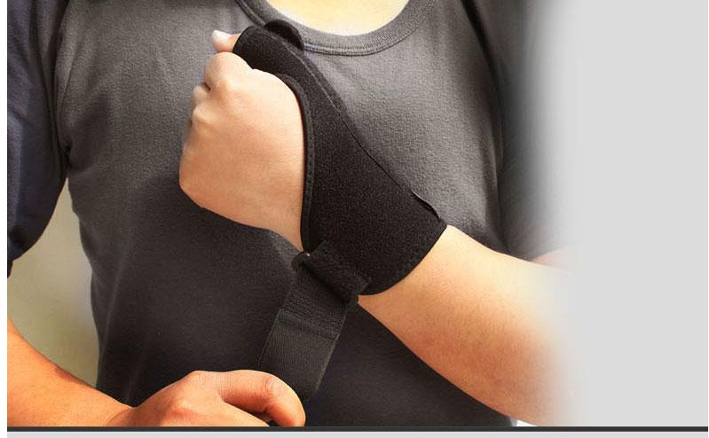 Thumb wrist gloves for sports