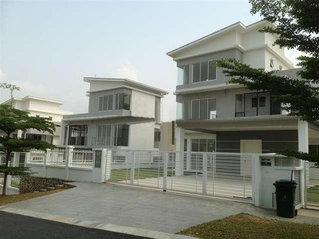 Urbama @ D'Alpinia 3 storey exclusive and new bungalow, semi furnished