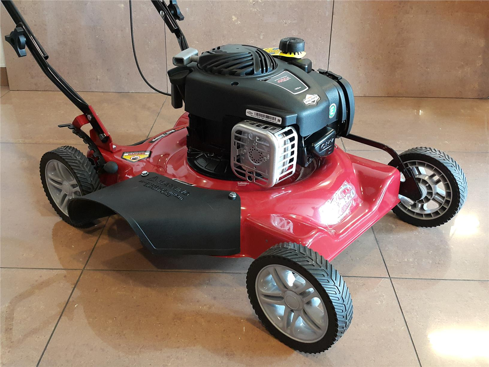 USA Briggs and Stratton(B&S) GASOLINE/PETROL CJ20' LAWN MOWER ID118111