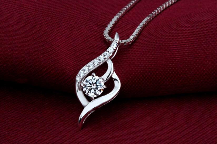 Virere Rosse Silver Flourish Necklace